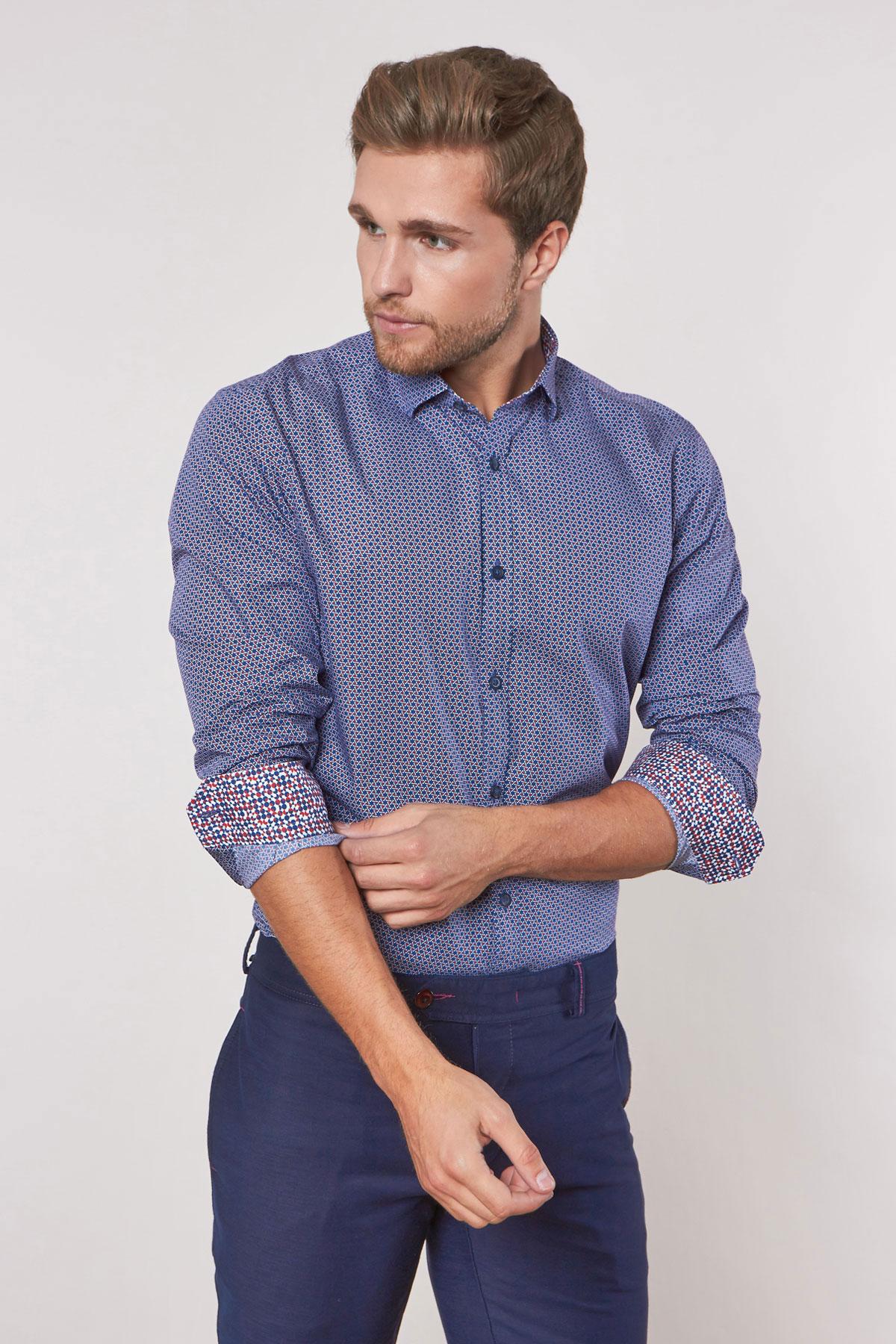 Рубашка синего цвета в узор 180626-02