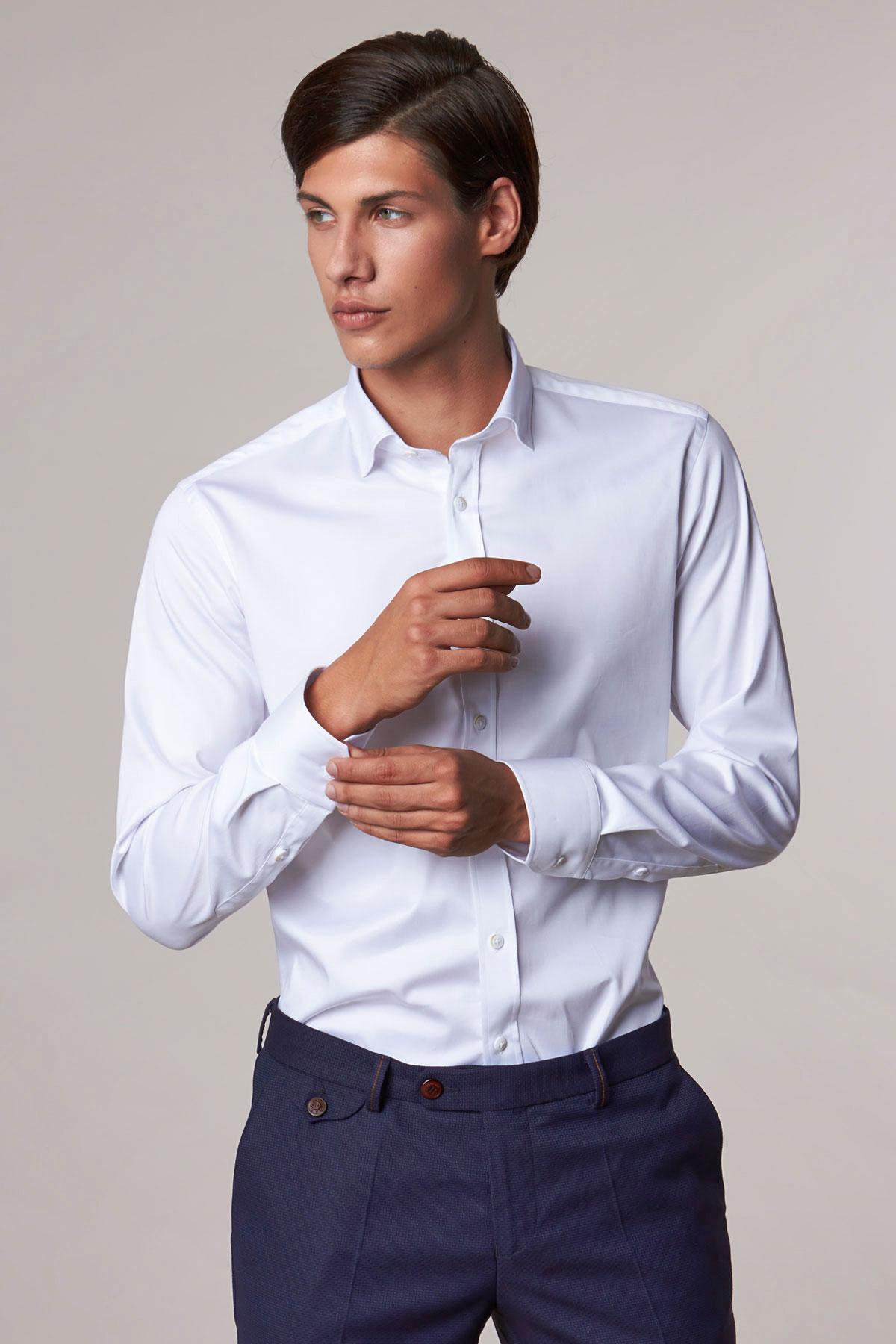 Рубашка белого цвета в узор 18207