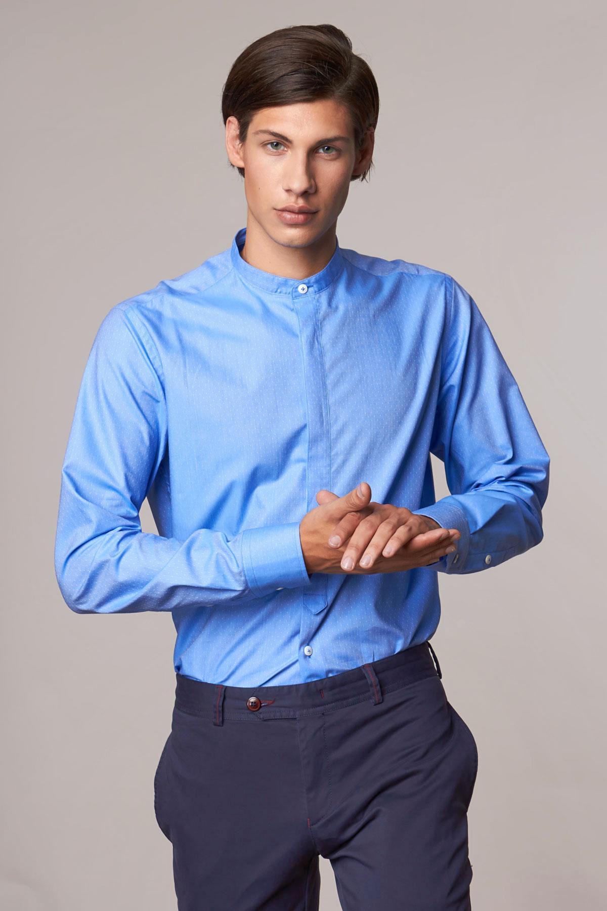 Рубашка синего цвета в точку Vaismann 18209
