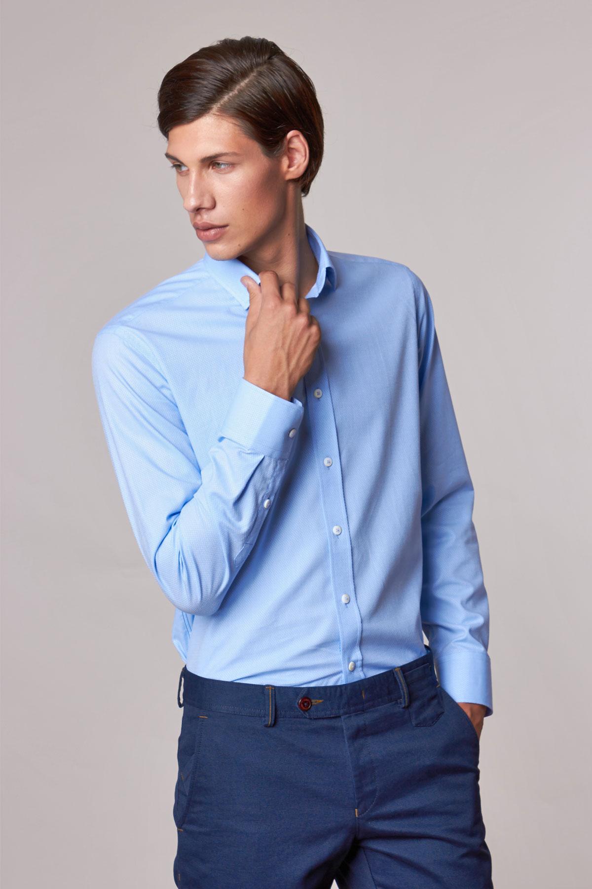 Рубашка голубого цвета в точку Vaismann 18224