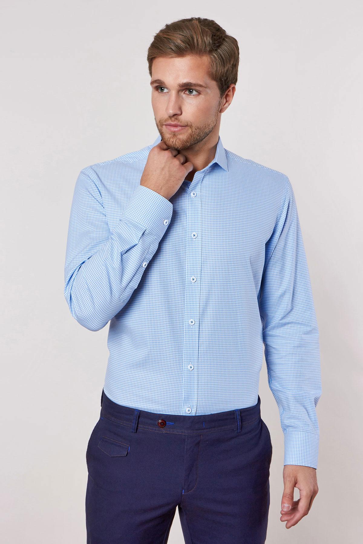 Рубашка голубого цвета в узор 18225
