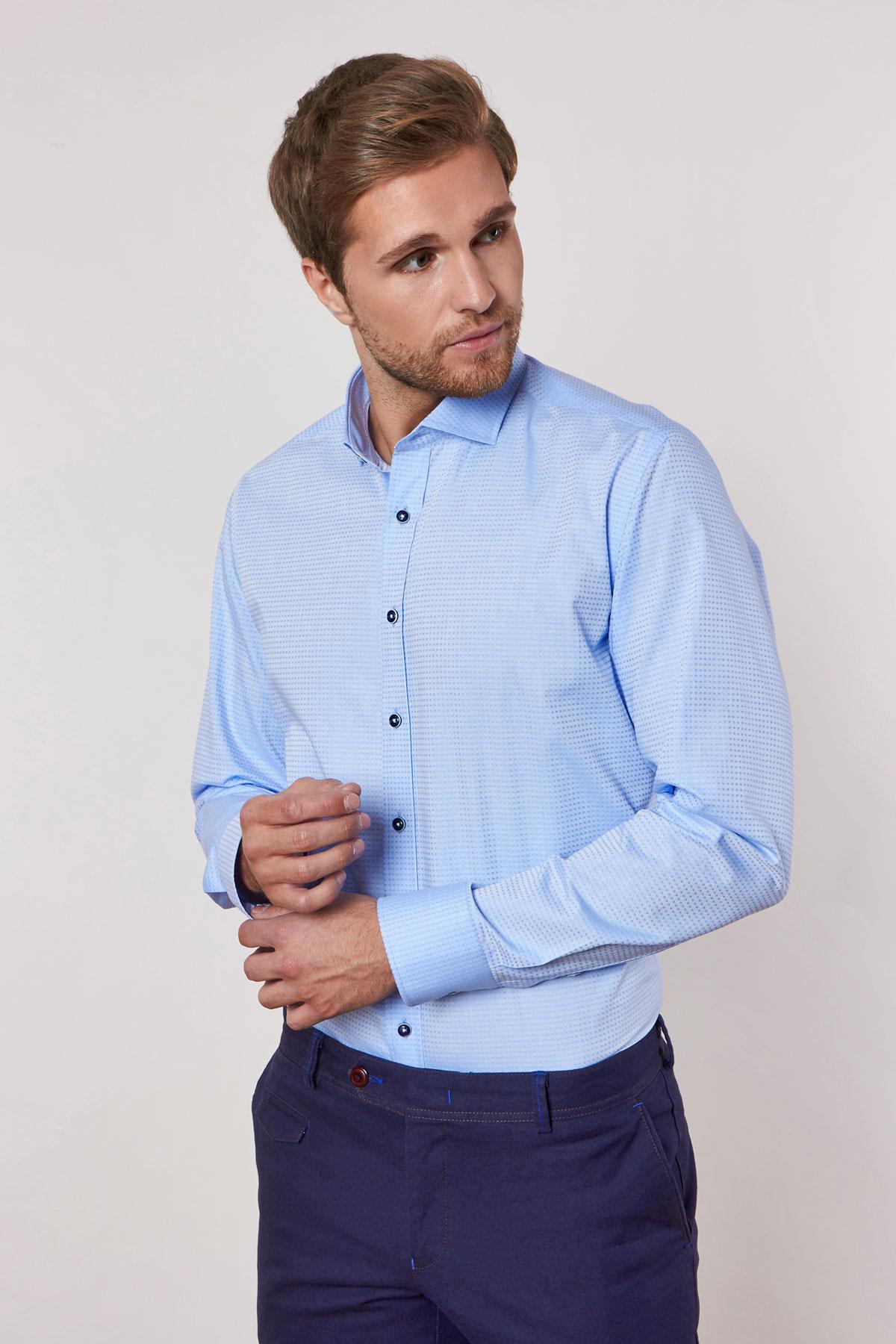 Рубашка голубого цвета в узор 18227