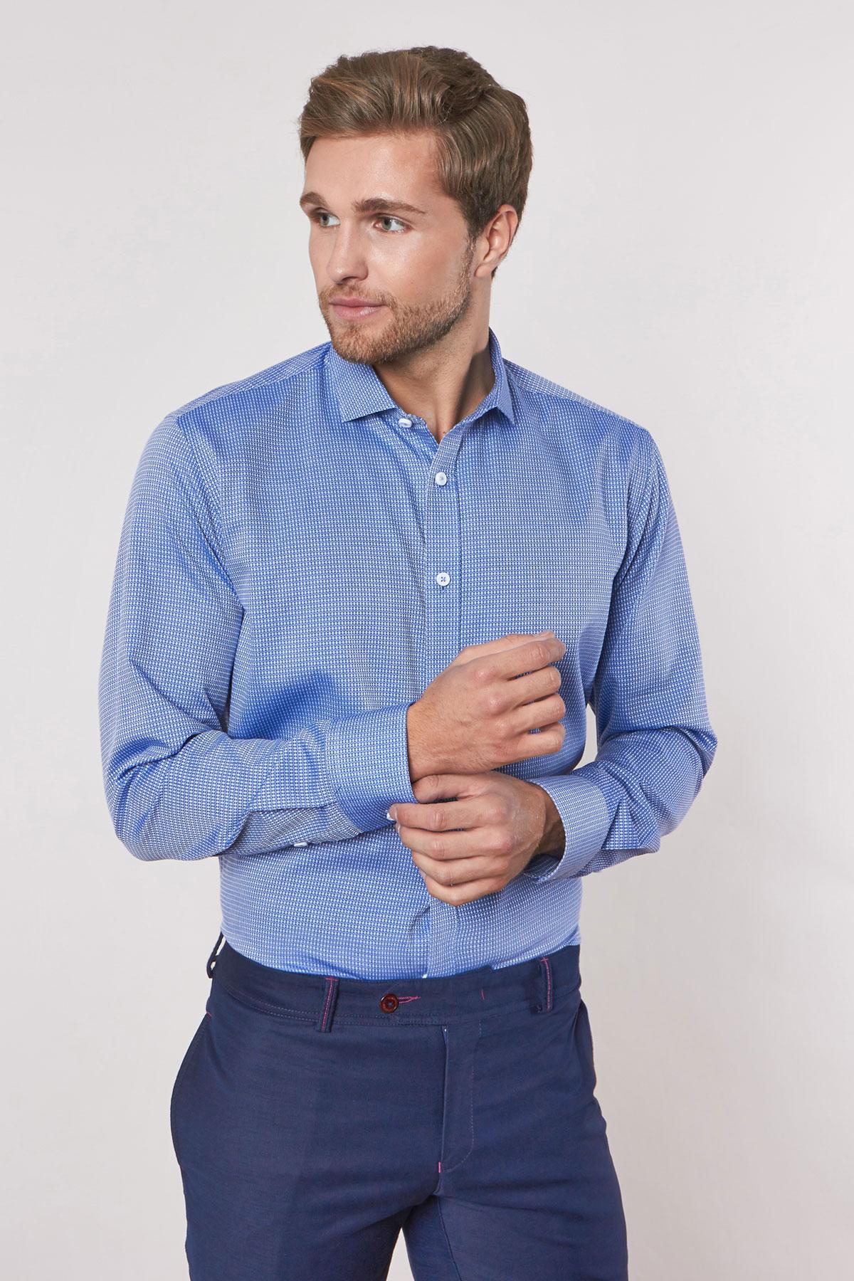 Рубашка синего цвета в узор 18228