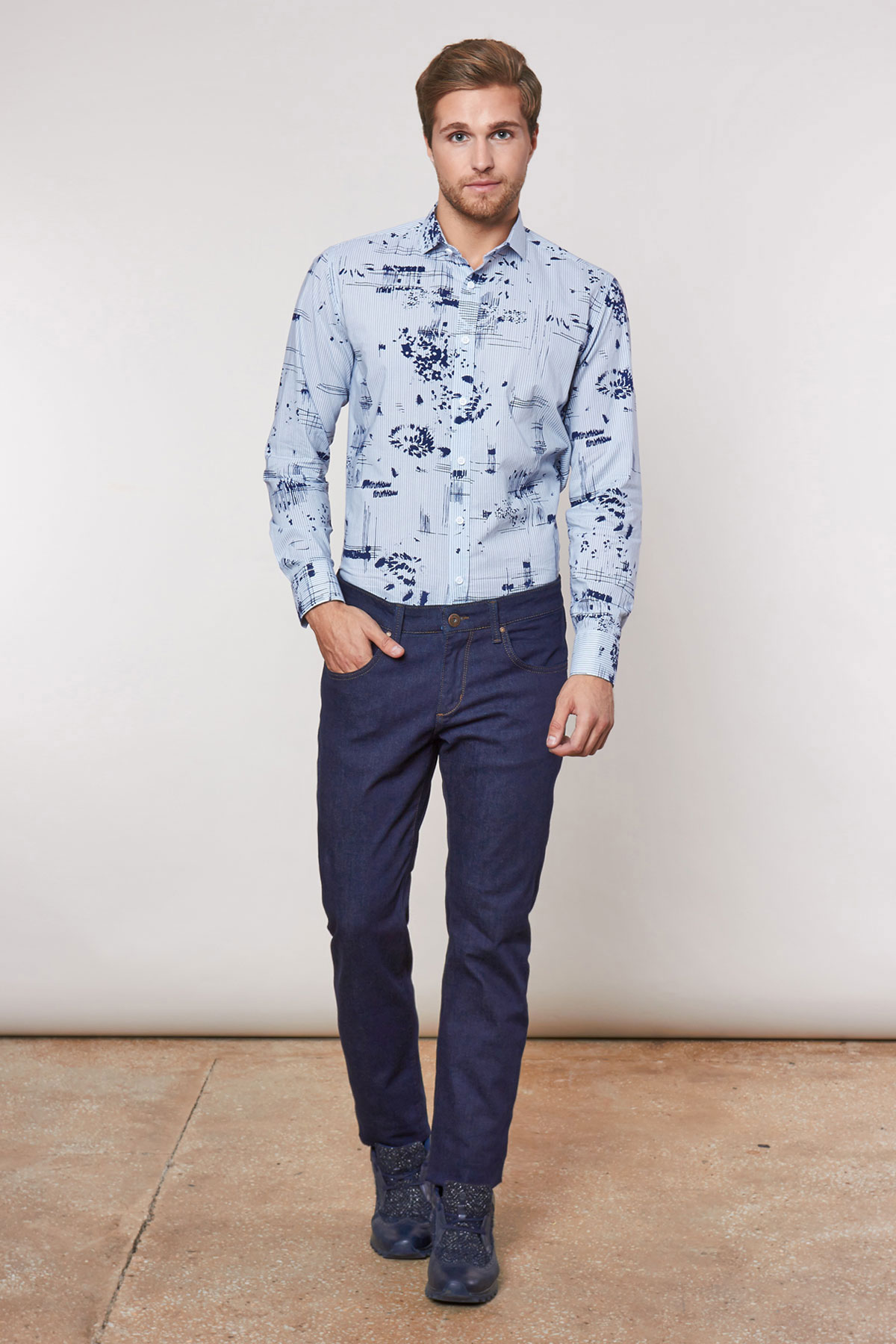 Рубашка голубого цвета в узор Vaismann 18236