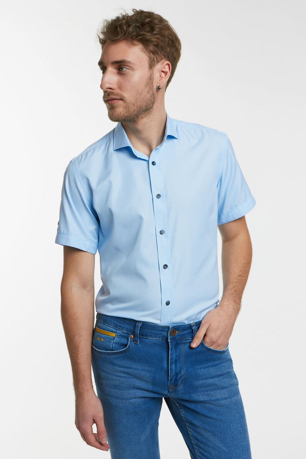 Рубашка в мелкую клетку голубого цвета 18124k