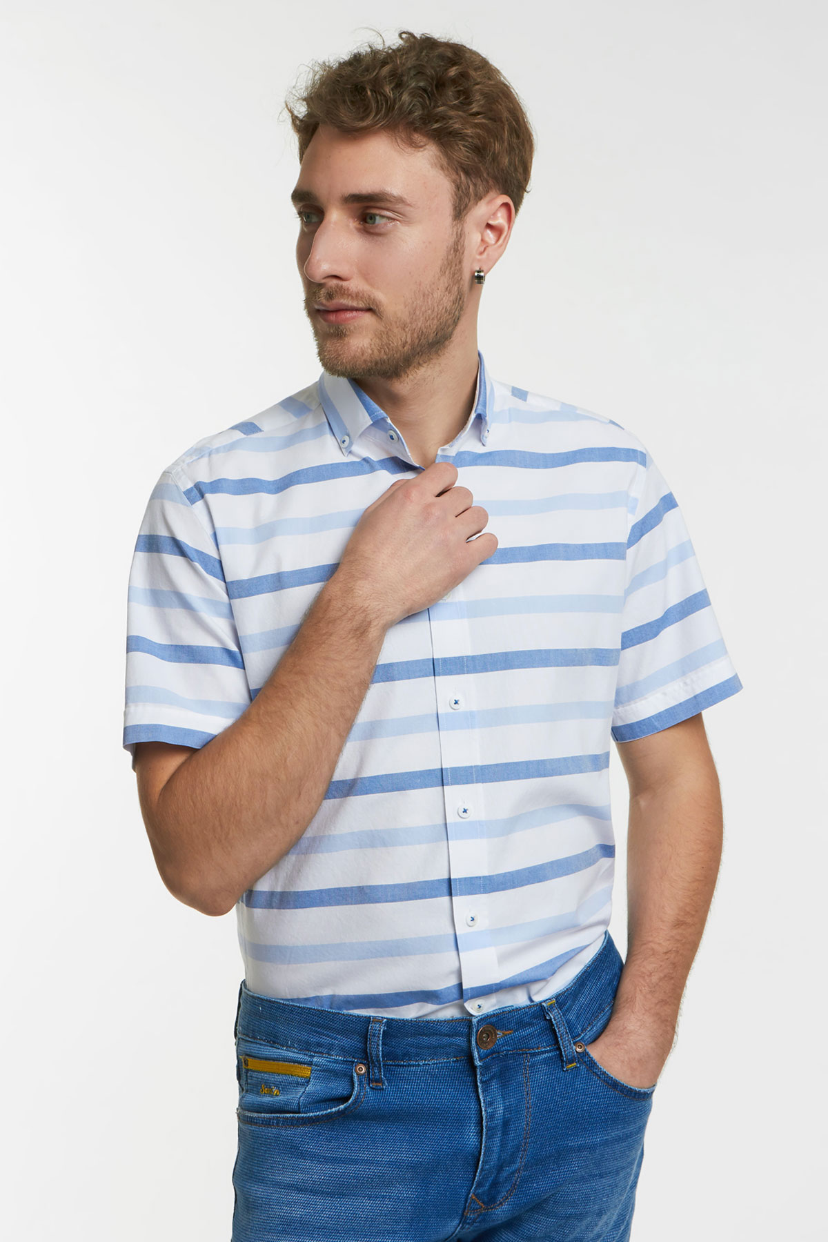 Рубашка белого цвета в полоску 18132k