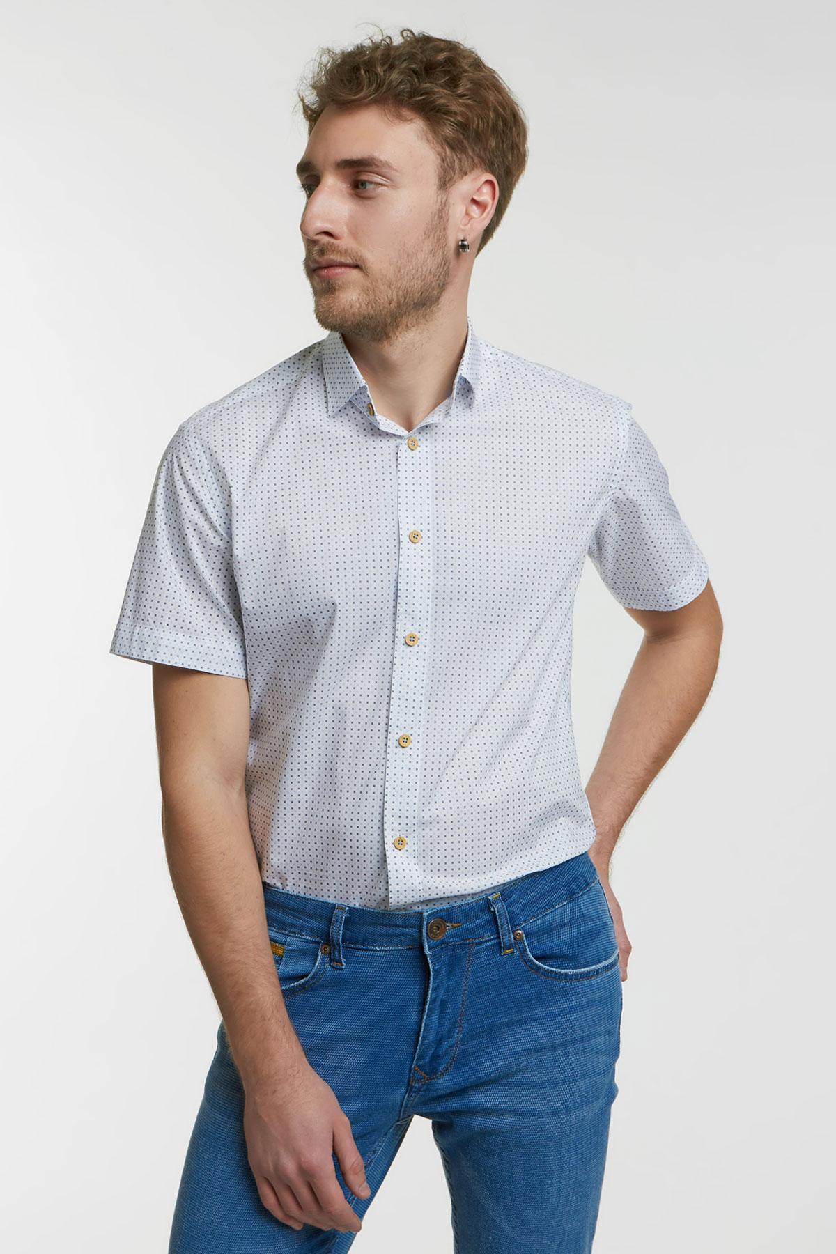 Рубашка белого цвета в узор 18147k