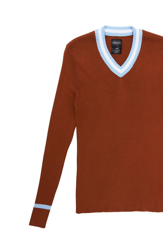 Свитер коричневого цвета с «V-образным» вырезом 18-8001-1
